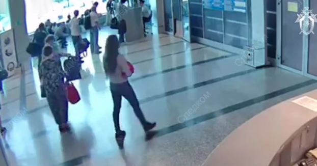 Graban a una mujer vendiendo a su bebé por 40 euros en un aeropuerto ruso
