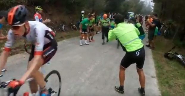 Cuando vas todo sobrado... Peter Sagan subiendo el Monte Oiz en La Vuelta 2018