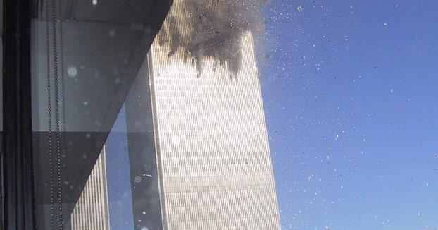Las únicas imágenes que hay del primer avión estrellándose contra el WTC