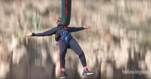 El salto bungee de Will Smith desde un helicóptero por su 50 cumpleaños