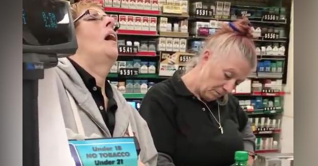 Entras al estanco a comprar tabaco y te encuentras con esta estampa...