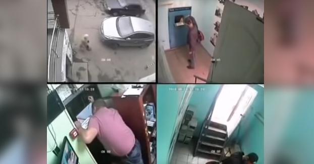 Echa gasolina en la entrada de una tienda después de que no le cambiasen el móvil y estuvo a punto de morir quemado