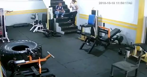 Un hombre le pega una paliza a su exnovia en el gimnasio porque ella no quería volver con él