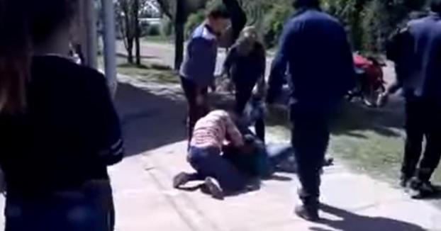 Dos madres discuten por Facebook y se citan delante de la guardería para pegarse