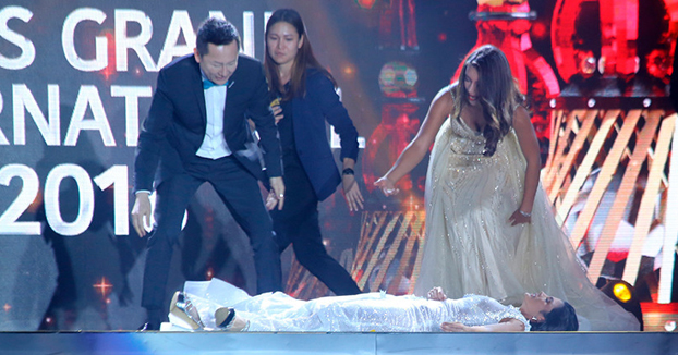 Miss Paraguay se desmaya en el escenario cuando se entera que es la ganadora