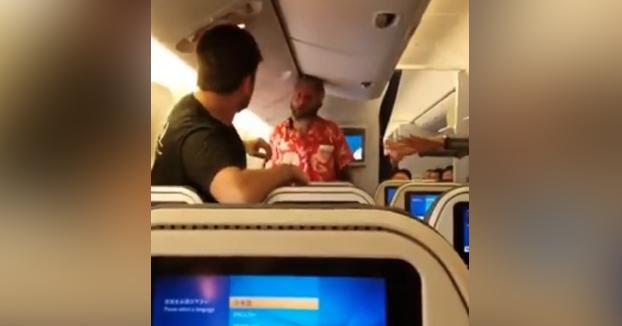 Un pasajero borracho empieza una pelea con otro en un vuelo de ANA