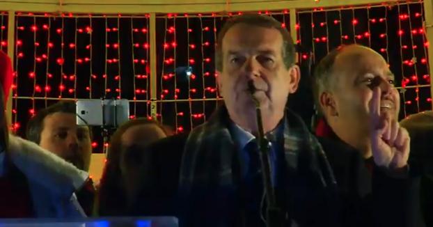 Abel Caballero, alcalde de Vigo, lo da todo con el encendido del árbol de Navidad