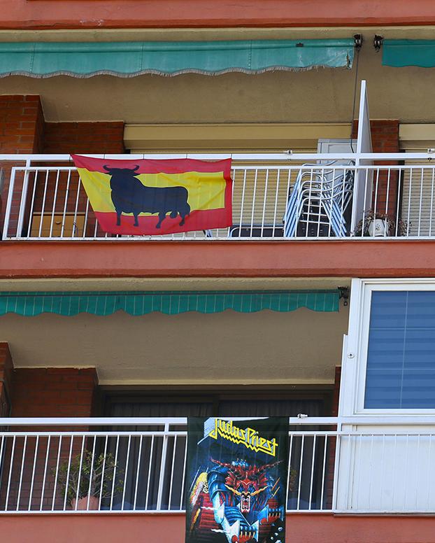 Denuncia a su comunidad de vecinos por no dejarle colgar una bandera de Judas Priest