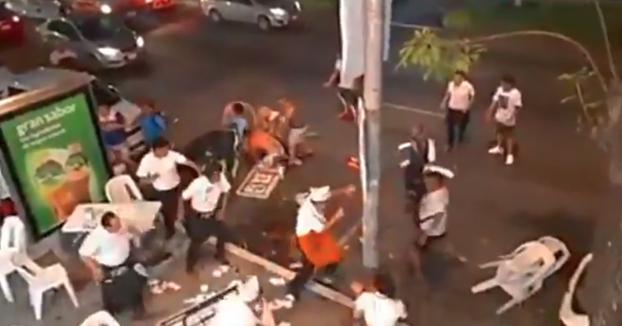 Batalla campal entre unos turistas y los empleados de una taquería de Acapulco