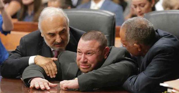 Momento en el que declaran a Daniel Villegas NO culpable después de 25 años en prisión
