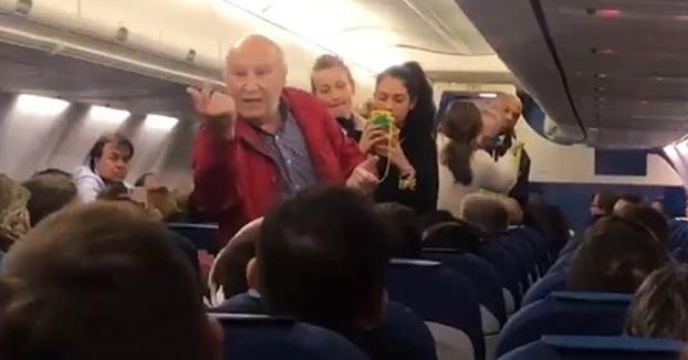 Echan a un matrimonio de ancianos españoles de un avión tras una discusión agravada por no entender el idioma