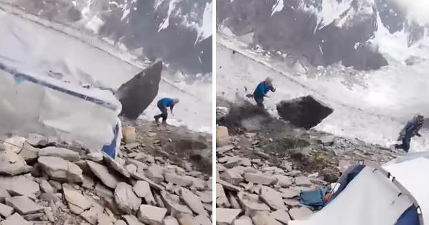 Un escalador consigue esquivar una enorme roca desprendida que iba a toda velocidad hacia él