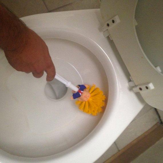 Alguien ha empezado a vender escobillas de baño de Donald Trump
