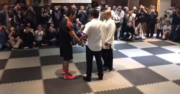 Luchador de MMA vs Maestro de artes marciales tradicionales
