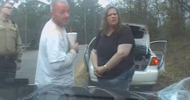 Una mujer demanda a unos policías que la arrestaron tras confundir algodón de azúcar con metanfetamina