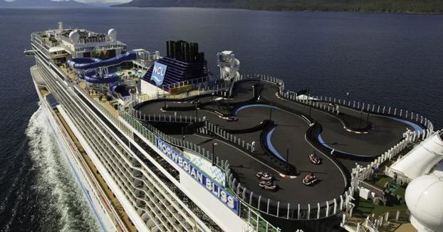 Una pista de karts de dos alturas en un crucero