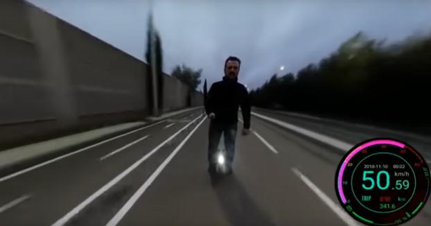 Se cae del monociclo cuando circulaba a 50 km/h en Madrid