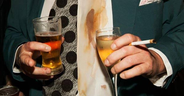 El invitado de una boda apuñala al novio porque no le servían más cerveza