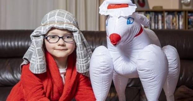 Una madre manda a su hijo al colegio con un muñeco de una oveja erótica