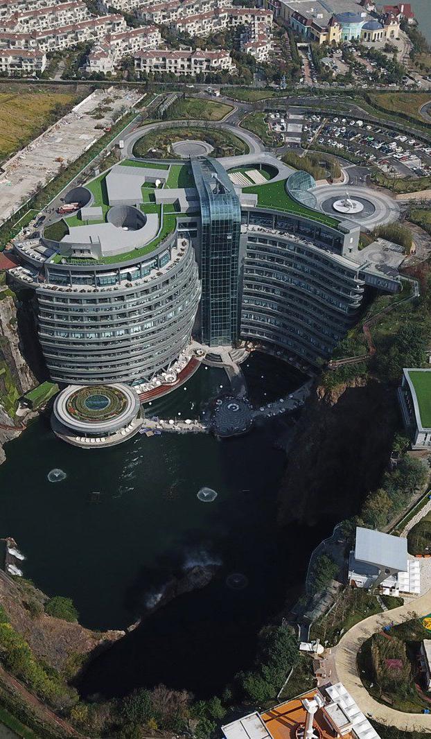 Shimao Wonderland Intercontinental. Hotel construido en una cantera abandonada de 88 metros de profundidad, cercana a Shanghái