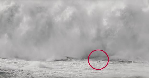 El corazón en un puño viendo este vídeo: El dramático rescate de Thiago Jacaré entre las olas gigantes de Nazaré