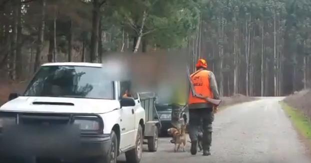 Un cazador pierde los nervios en Castro de Rei (Lugo) y dispara ante la presencia de unas activistas
