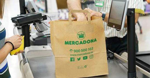 Mercadona reemplazará todas sus bolsas de plástico por reciclables en abril en toda España