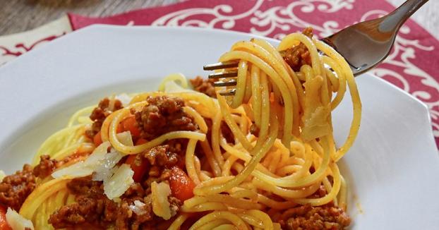 Un joven de 20 años muere tras comer pasta cocinada cinco días antes por el ''síndrome del arroz frito''