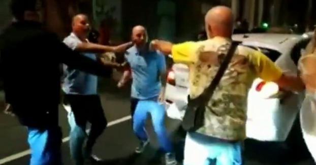 Un taxista de Las Palmas echa de su coche a los clientes a patadas, insultos y escupitajos