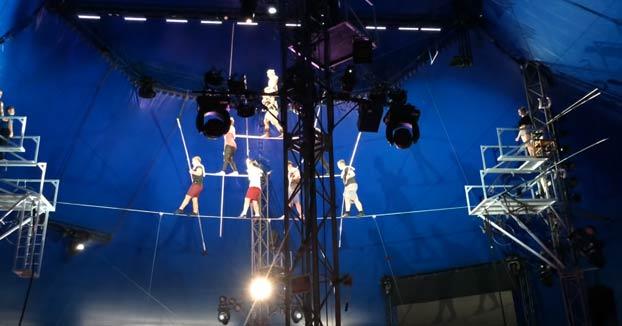 8 acróbatas caen desde 10 metros cuando practicaban una formación en pirámide sobre el cable