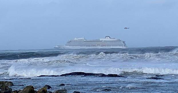 Un crucero averiado deja a la deriva a 1.300 personas en la costa de Noruega. Los pasajeros están siendo evacuados en helicópteros