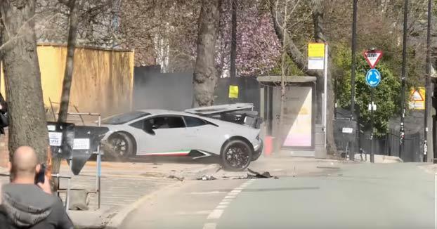 Destroza su Lamborghini Huracan Performante al chocar contra un árbol durante una concentración de superdeportivos
