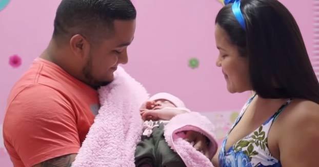 Itzamara, la bebé que nació 'embarazada' de su hermano gemelo
