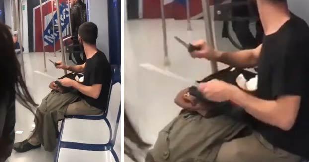El joven que fue grabado afilando un cuchillo en el Metro de Madrid es un cortador profesional de jamón que iba a trabajar
