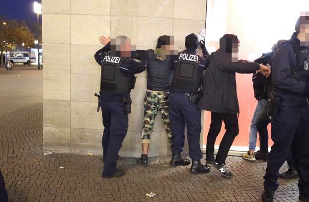 Dos grupos de youtubers rivales se enfrentan en una batalla campal en pleno centro de Berlín