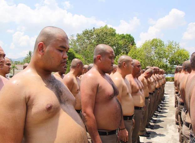 Tailandia enviará a sus policías con sobrepeso a un campamento de ''destrucción de barriga''