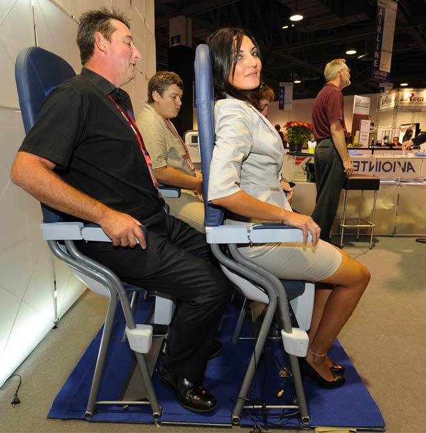 Asientos para volar de pie, la nueva pesadilla de los vuelos low-cost