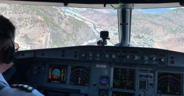 Aeropuerto Internacional de Paro, en Bután: el aterrizaje más peligroso del mundo
