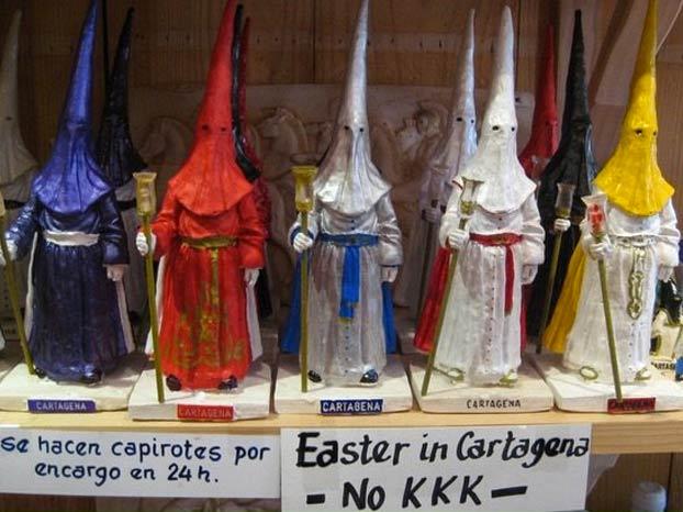 El aviso de las tiendas de recuerdos turísticos para que los turistas que vienen por Semana Santa no flipen