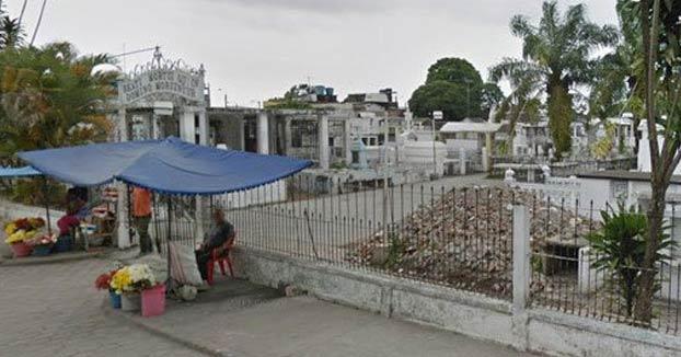 Vecinos desentierran a un hombre que llevaba enterrado 9 días en el cementerio al escuchar gritos que venían de su tumba