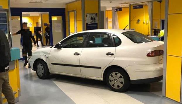 Un hombre empotra su coche contra las urgencias de un hospital de Bilbao porque tenía que esperar