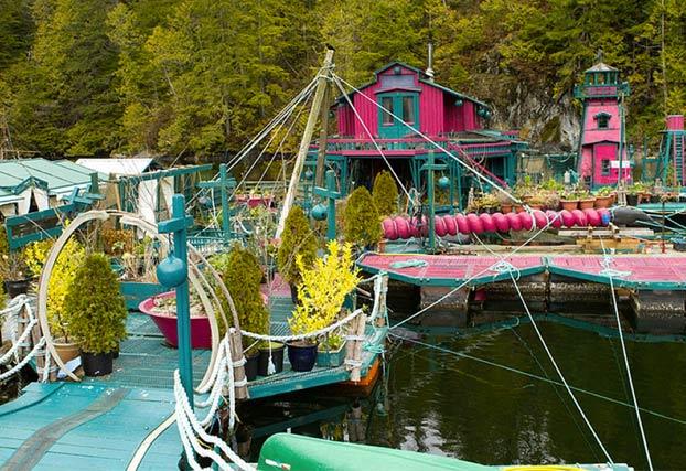 Esta pareja ha construido su propia isla durante 24 años