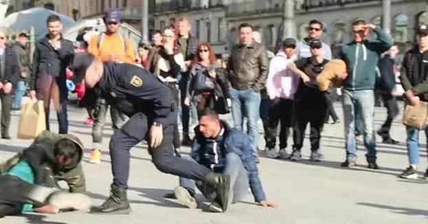 Expedientado un policía antidisturbios por abuso policial al disolver una pelea entre rumanos en la Puerta del Sol