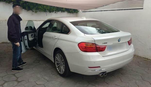 El conductor de un BMW choca a 186 km/h en pleno centro de Valencia. El motor del coche salió despedido y abrió un boquete en un edificio