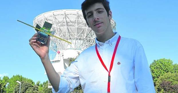 Un gaditano de 16 años construye el satélite más pequeño de España y tercero del mundo