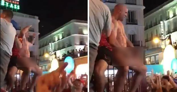 Un seguidor del Liverpool detenido por masturbarse en la Puerta del Sol y abusar de una joven italiana