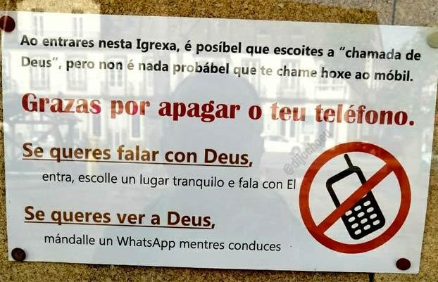 Cartel en una iglesia de Pontevedra: ''Si quieres ver a Dios, envíale un WhatsApp mientras conduces''