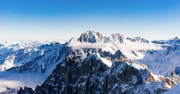 Una avioneta aterriza a 4.450 metros en el Mont Blanc para que sus pasajeros hagan la cima