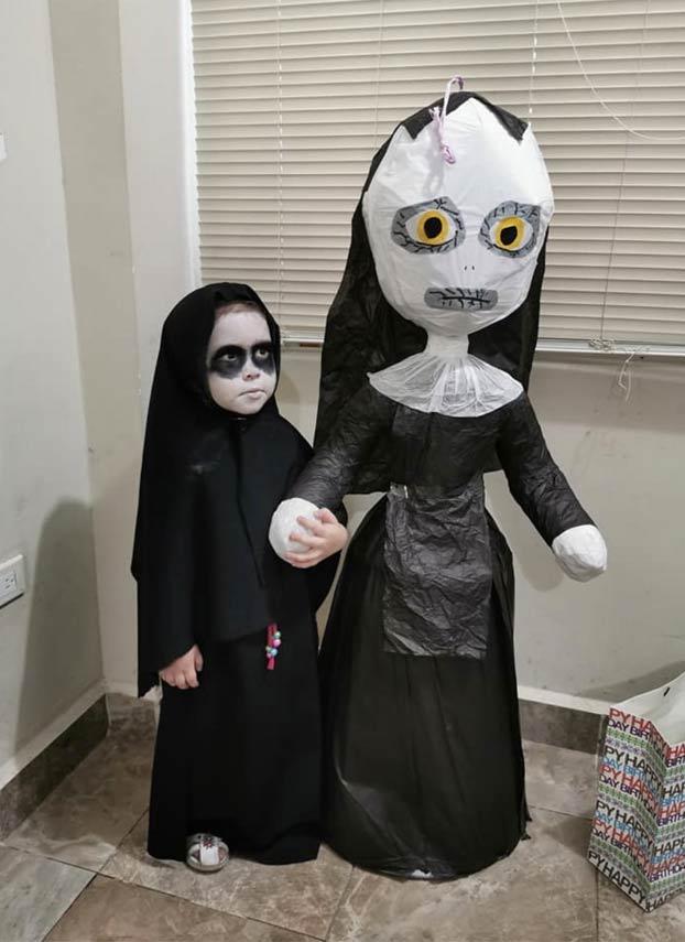 Una niña de 3 años celebra su cumpleaños con una fiesta temática sobre la película de terror 'La monja'