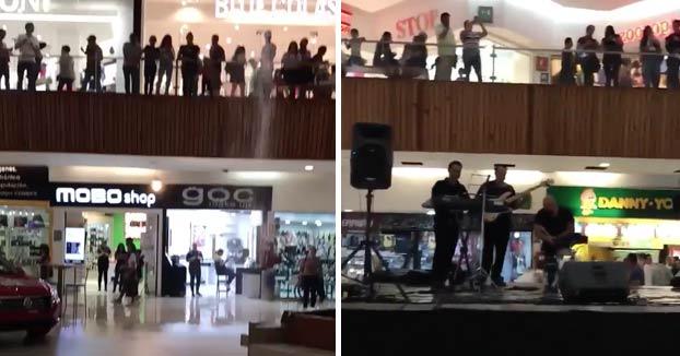 Se inunda un centro comercial en Guadalajara y los músicos empiezan a tocar el tema de Titanic